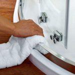 Как чистить стекла душевой кабины?