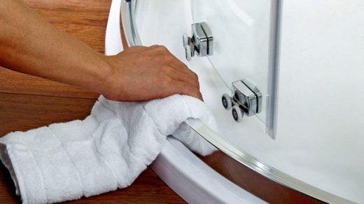 Как чистить стекла душевой кабины