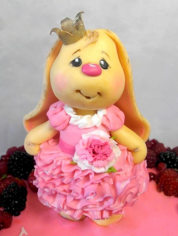 Красивый тортик с зайкой ми008