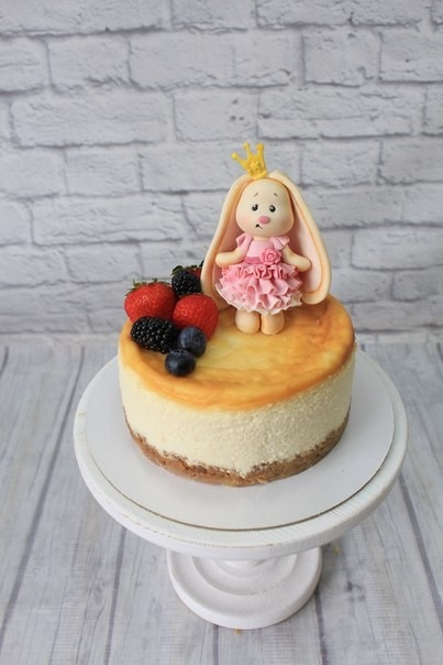 Красивый тортик с зайкой ми010