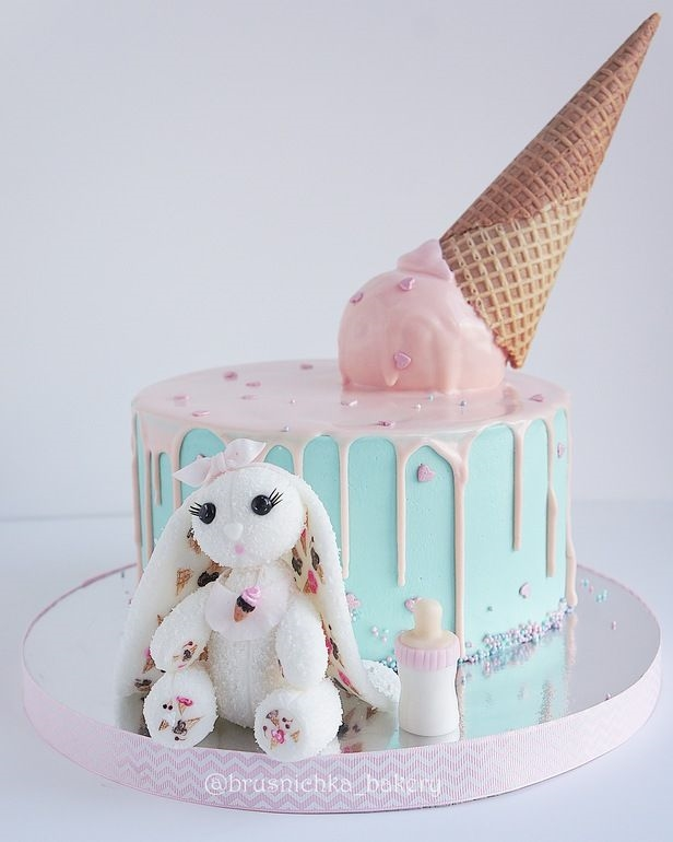 Красивый тортик с зайкой ми015