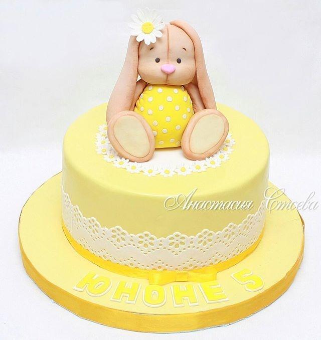 Красивый тортик с зайкой ми017