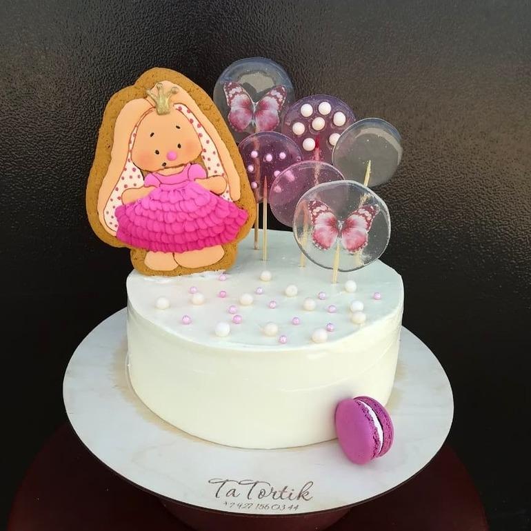 Красивый тортик с зайкой ми018