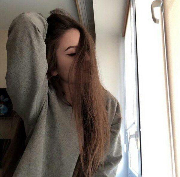 Фото девушки в зеркале на аву без лица004