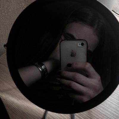 Фото девушки в зеркале на аву без лица005