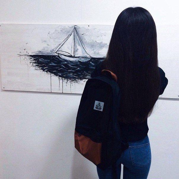 Фото девушки в зеркале на аву без лица006