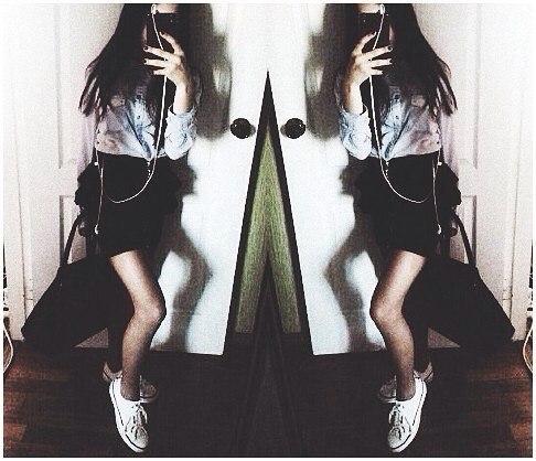 Фото девушки в зеркале на аву без лица007