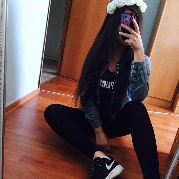 Фото девушки в зеркале на аву без лица008
