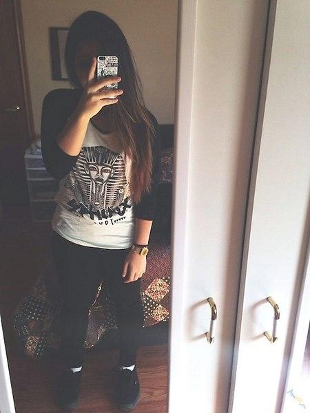 Фото девушки в зеркале на аву без лица014