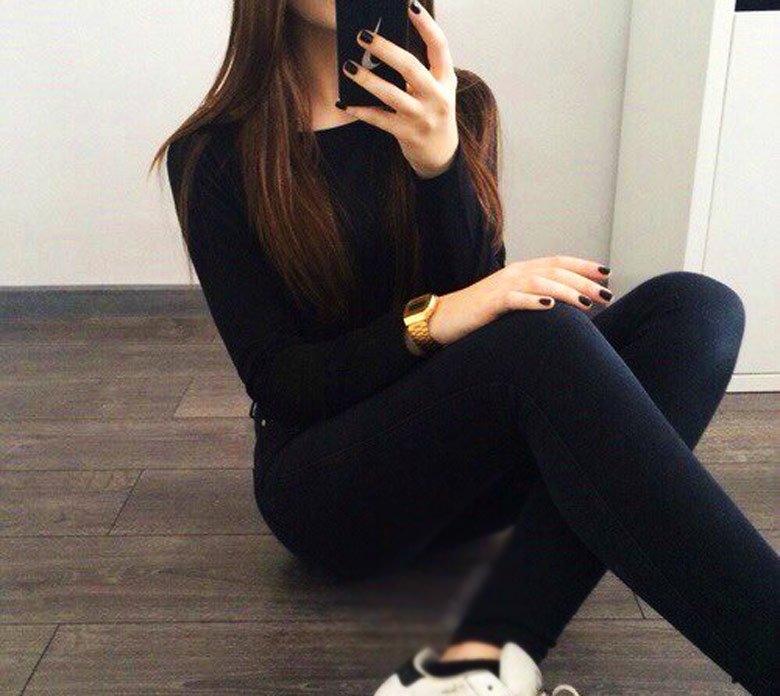 Фото девушки в зеркале на аву без лица017