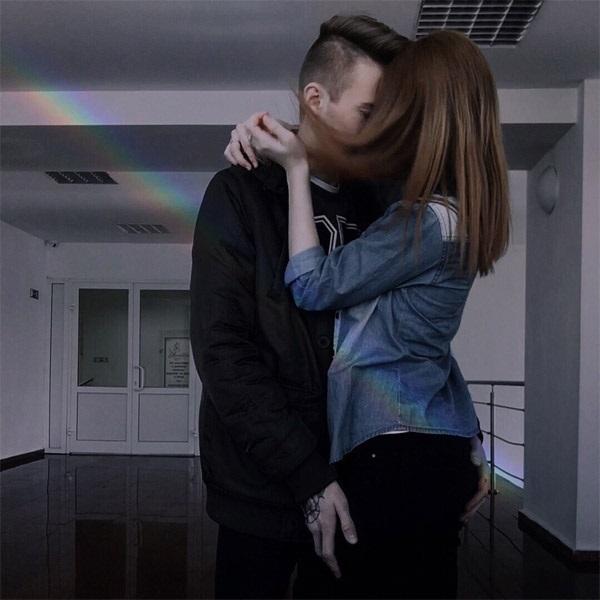 Фото на аву девушка с парнем без лиц016