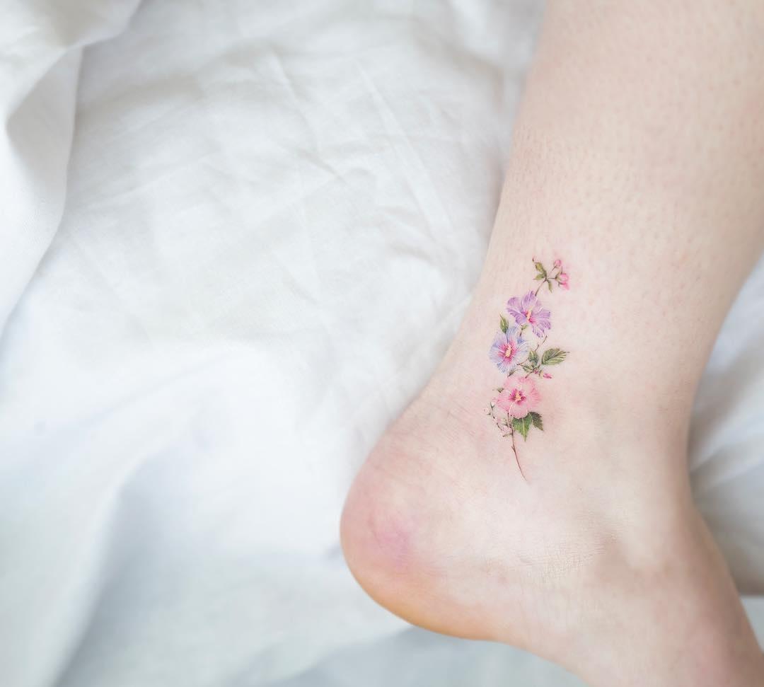 Эскиз тату маленькие цветочки010