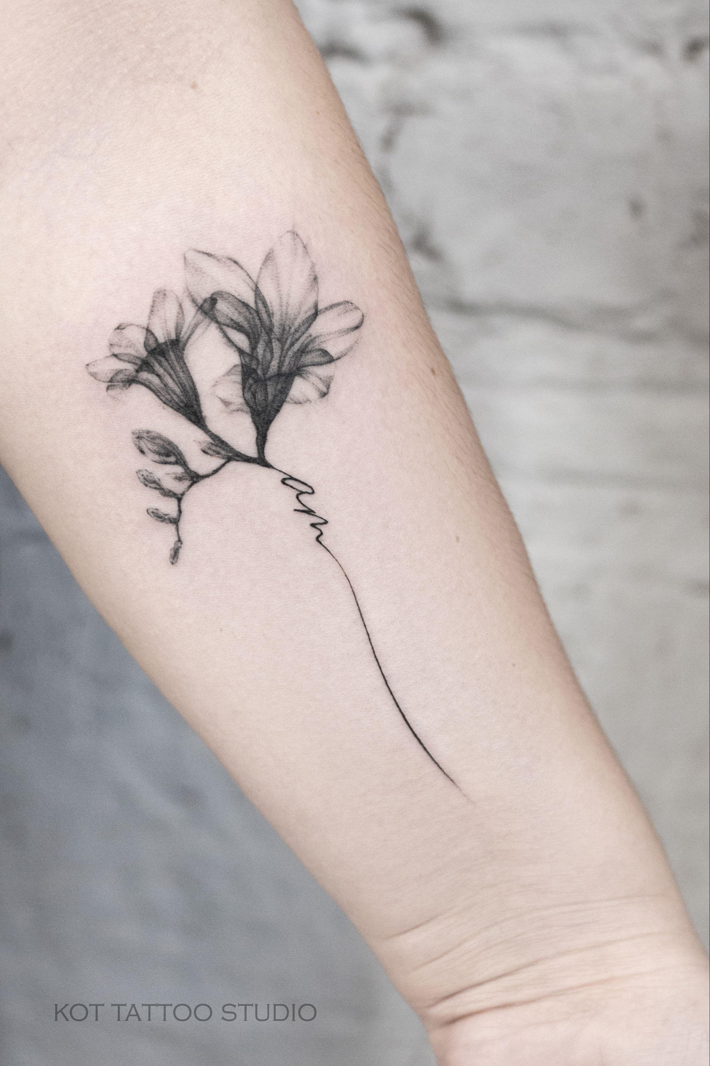 Эскиз тату маленькие цветочки021