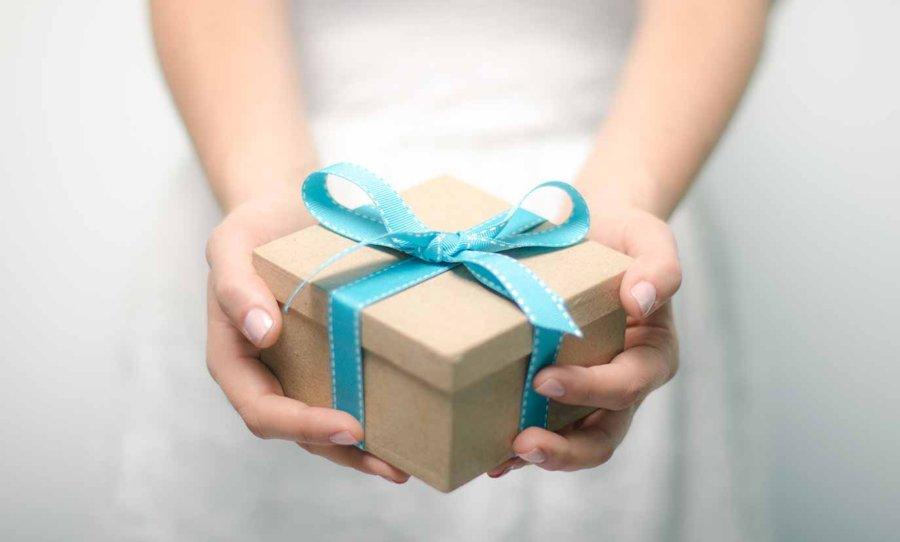 С днем подарков красивые открытки и картинки (17)