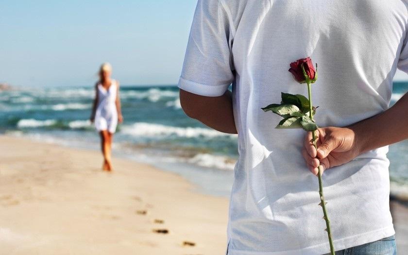 Влюбленная пара на море фото (11)