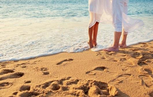 Влюбленная пара на море фото (15)