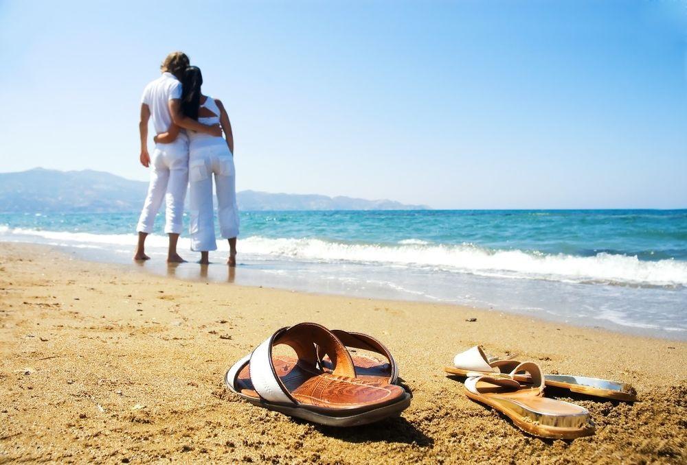 Влюбленная пара на море фото (2)