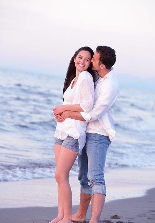 Влюбленная пара на море фото (20)