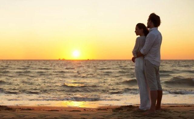 Влюбленная пара на море фото (22)