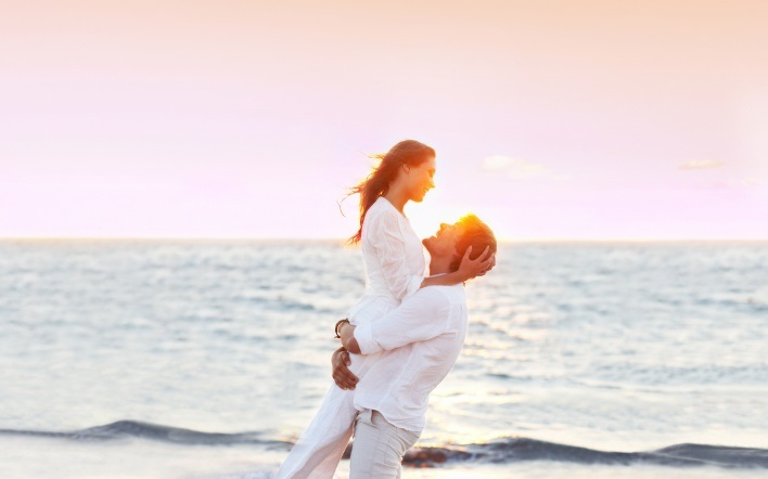 Влюбленная пара на море фото (23)