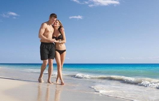 Влюбленная пара на море фото (25)