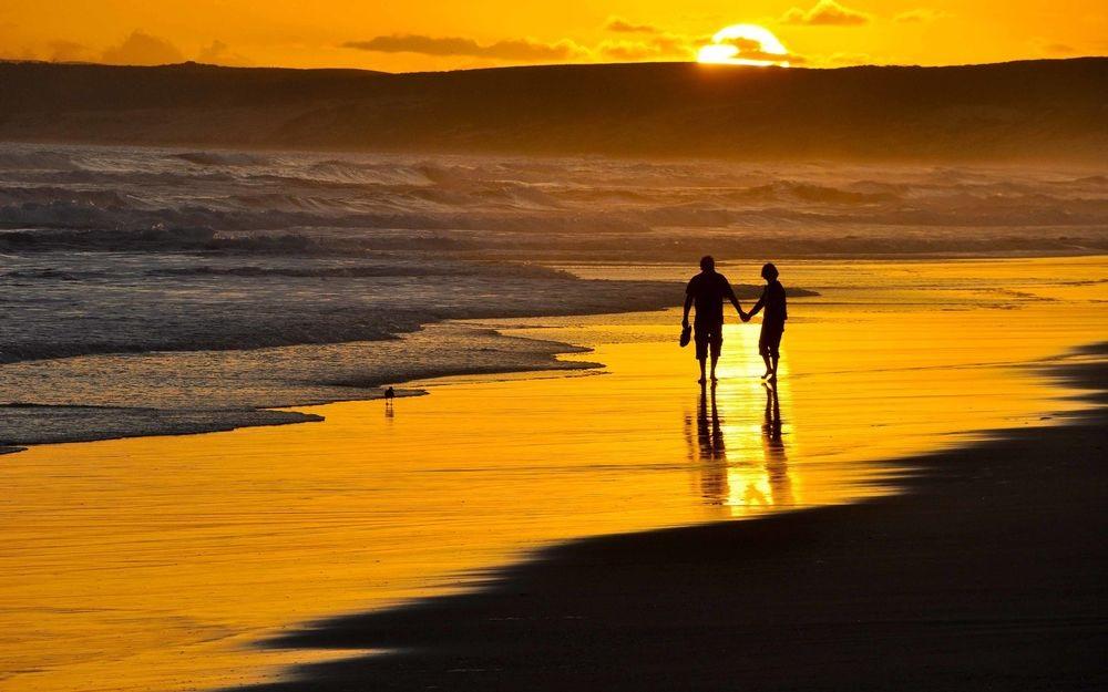 Влюбленная пара на море фото (8)