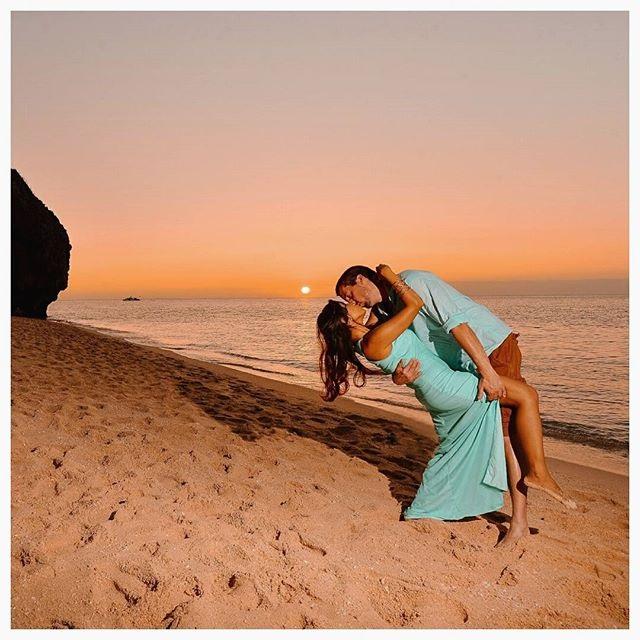 Влюбленная пара на море фото (9)