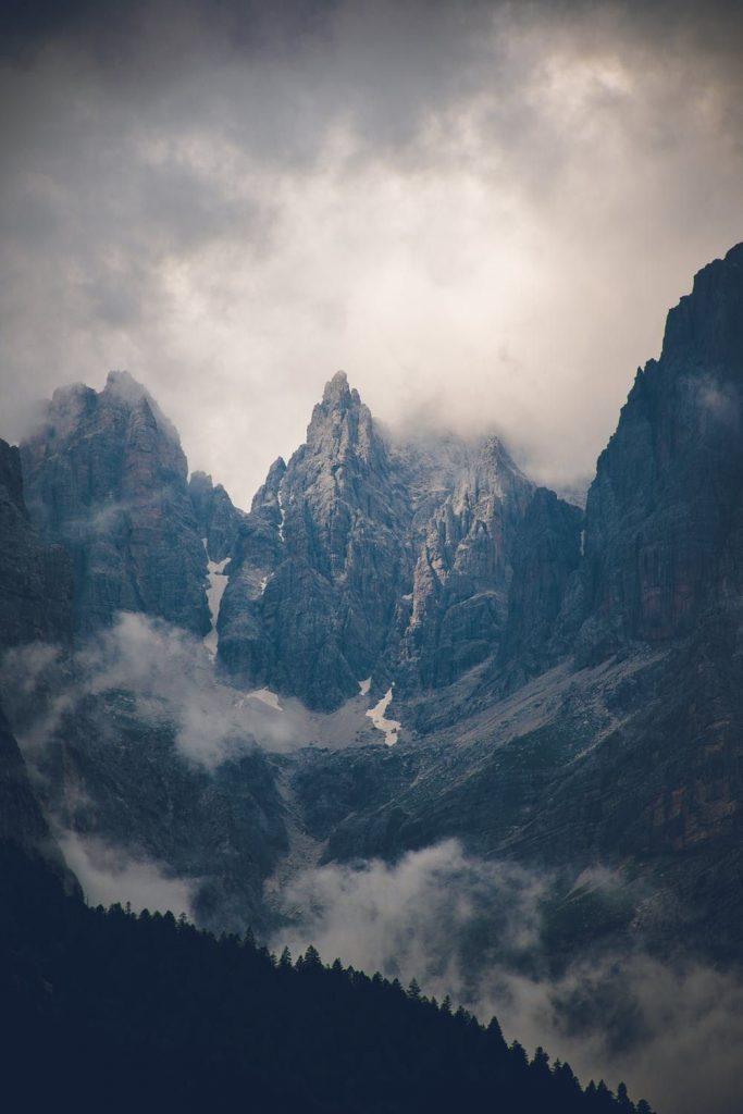 Красивые обои горы для заставки телефона - подборка (17)
