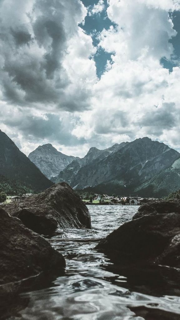 Красивые обои горы для заставки телефона - подборка (19)