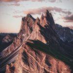 Красивые обои горы для заставки телефона — подборка