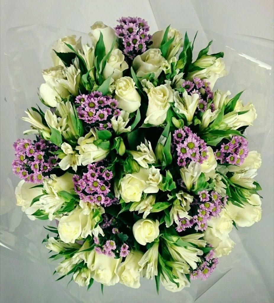 Современные букеты из живых цветов (14)
