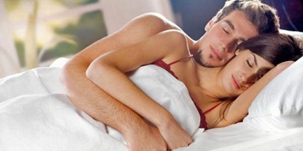 Удивительные фото с любимой в постели (14)
