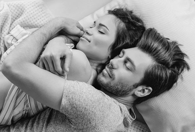 Удивительные фото с любимой в постели (16)