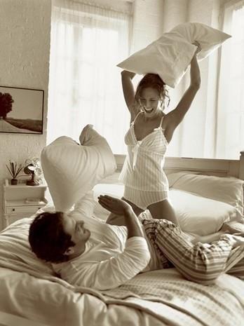 Удивительные фото с любимой в постели (5)