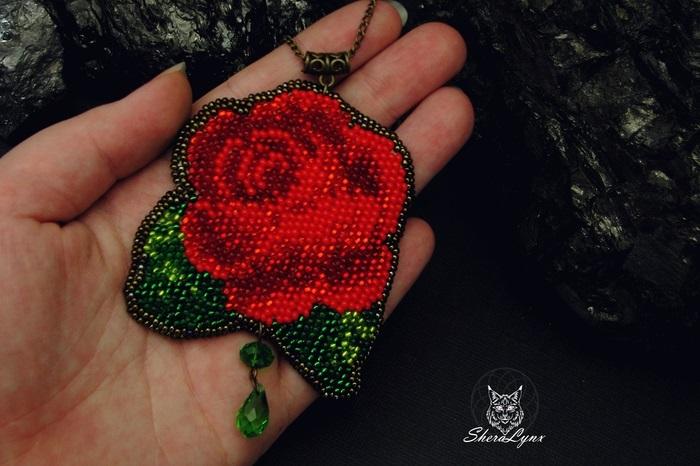 Брошь роза из бисера фото (21)
