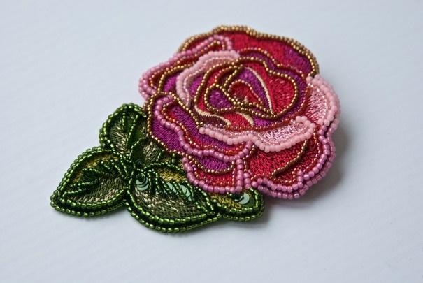 Брошь роза из бисера фото (8)
