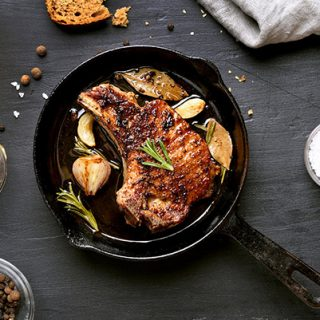 Как понять, что курица готова на сковороде