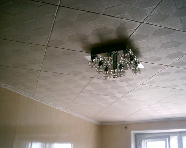 Как правильно сформировать клеевые потолки самостоятельно