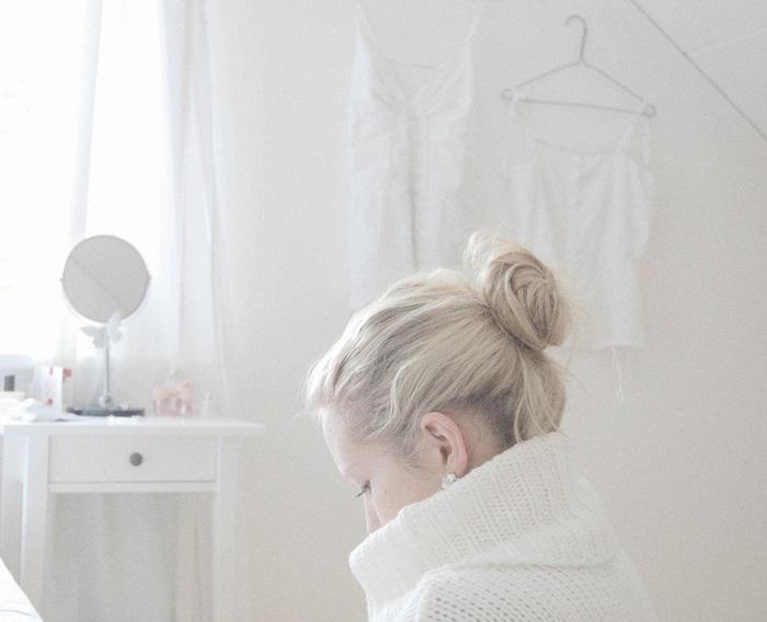 Красивое фото блондинки с боку (15)