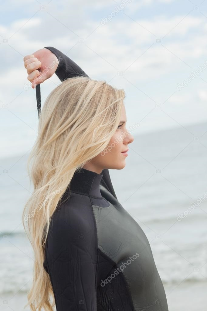 Красивое фото блондинки с боку (18)