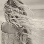 Красивое фото блондинки с боку