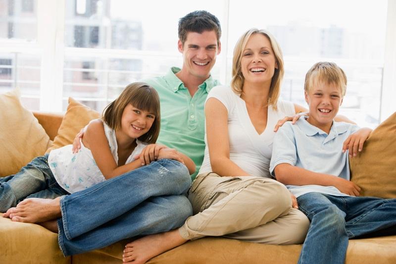 Лучшие картинки семья на диване (14)