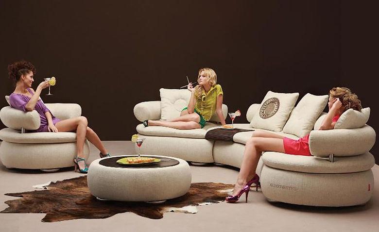 Лучшие картинки семья на диване (4)