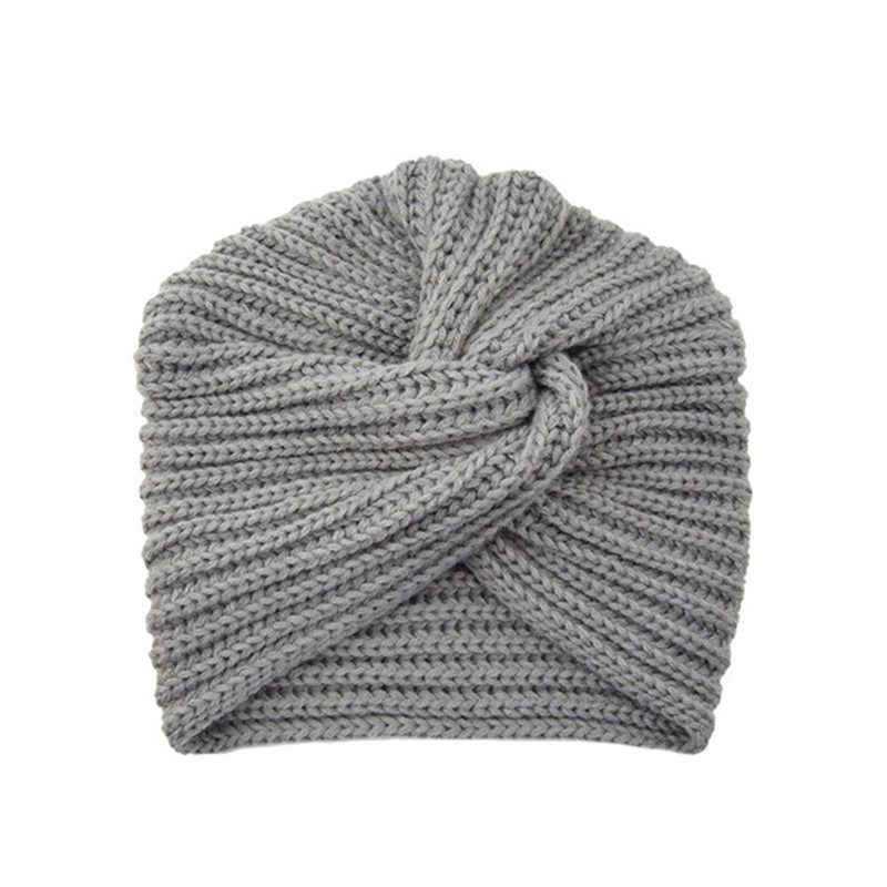 Фото вязаная шапка в стиле бохо (1)
