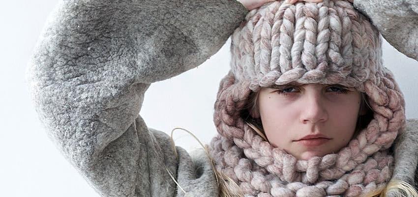 Фото вязаная шапка в стиле бохо (21)