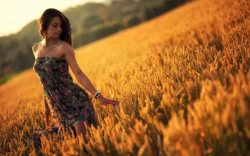 Красивая фотосессия на сене в поле (10)