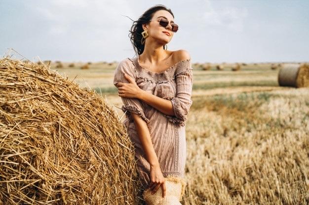 Красивая фотосессия на сене в поле (12)