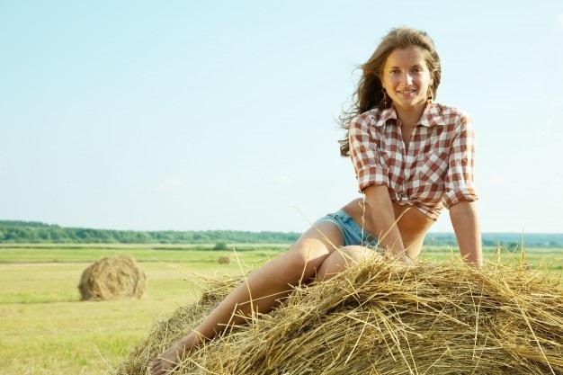 Красивая фотосессия на сене в поле (15)
