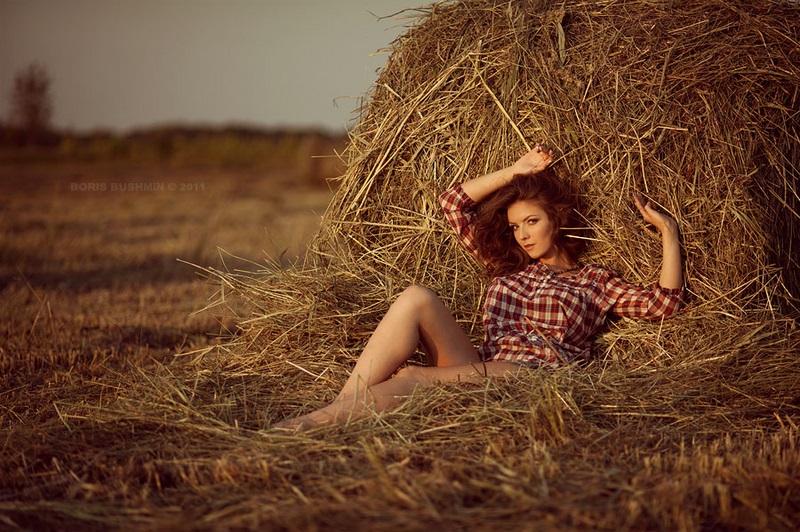 Красивая фотосессия на сене в поле (18)