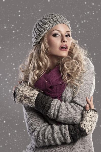 Рисунок девочка в свитере (10)